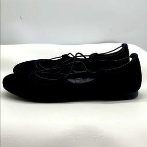 Vince CAMUTO Black slip on Size 7M/37